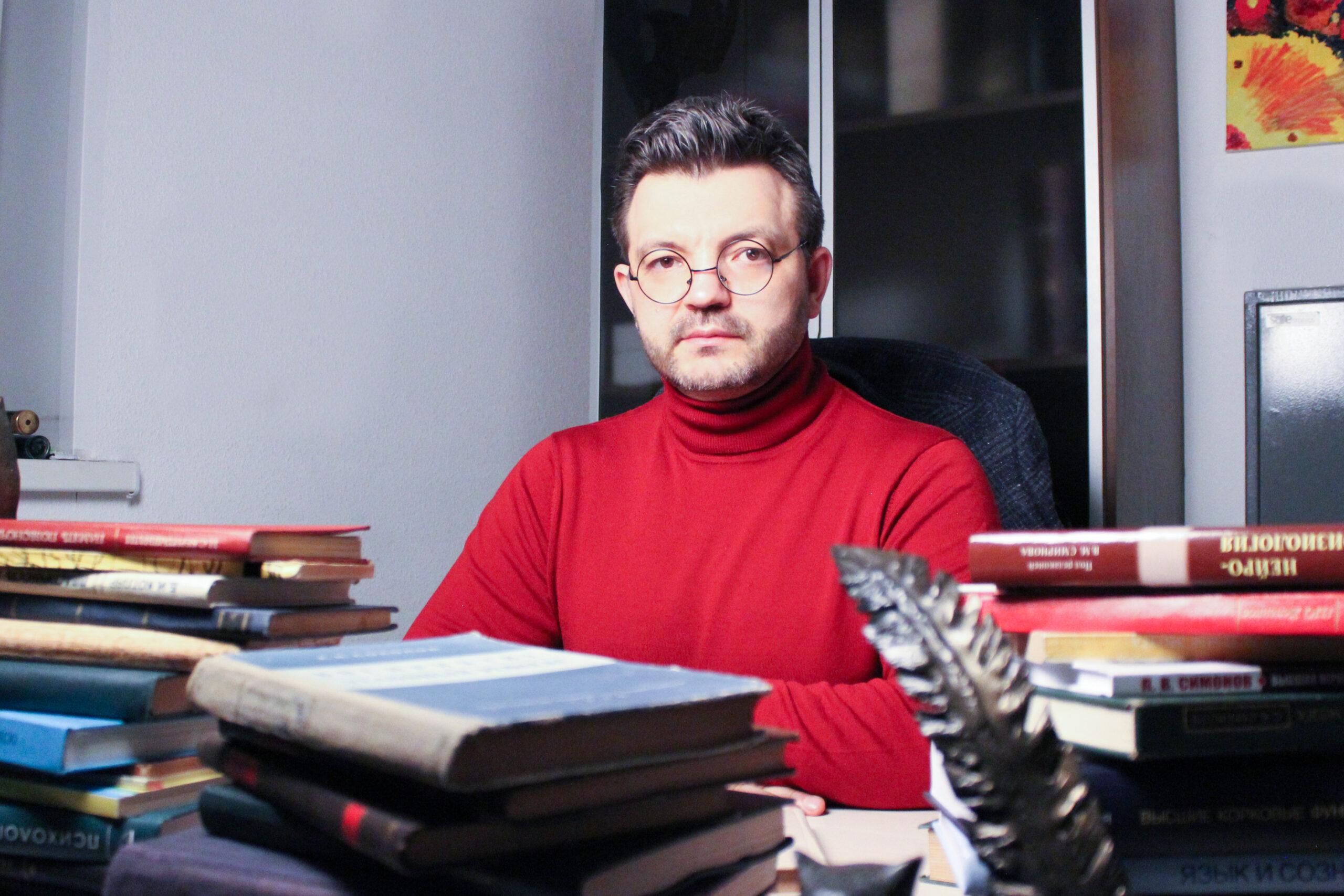 Клинический психолог Валерий Ивановский объяснил, почему левши острее реагируют на кризисные ситуации