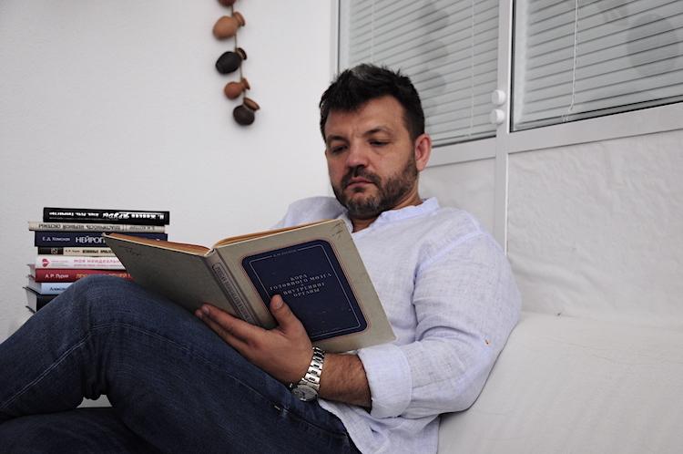 Психолог Валерий Ивановский рассказал, почему люди проводят так много времени в соцсетях и что это означает